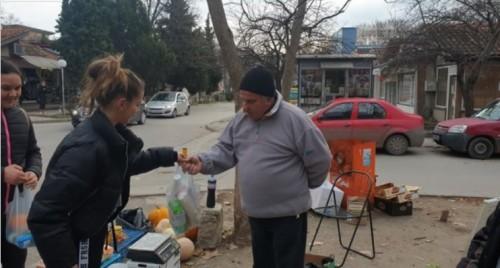 Младежи от Варна с прекрасен Коледен жест към хора в нужда