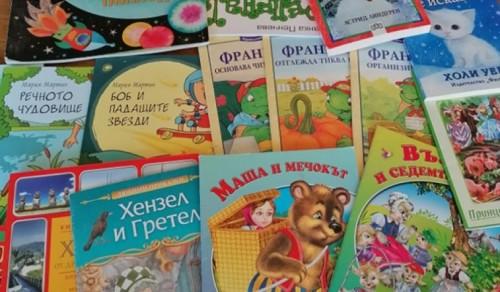Дариха книги на мездренската библиотека