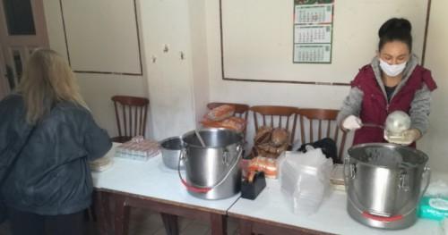 Обществената трапезария във Велико Търново дава топла храна на 75 възрастни хора