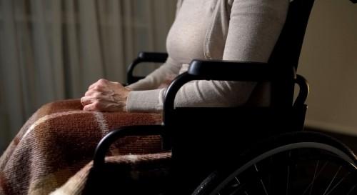 Дават допълнително 45 милиона лева за грижа за възрастните и хора с увреждания