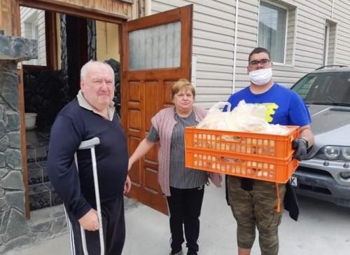 Анонимен дарител подсигури 60 пакета