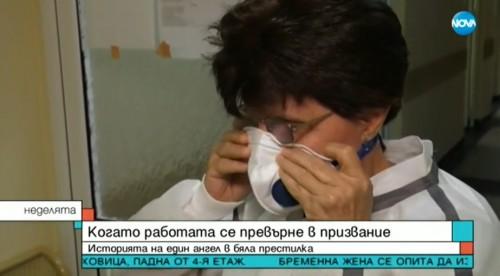 Пенсионирана лекарка се върна на работа, за да помогне в борбата с COVID-19