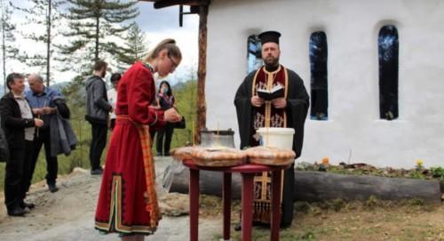 Ученици построиха със собствен труд параклис в Смолян