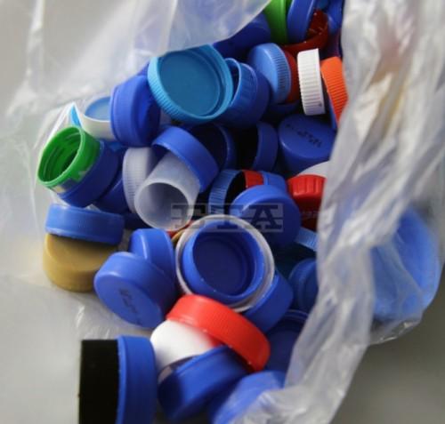 Доброволци в Каварна събраха 550 килограма пластмасови капачки за благотворителна кампания