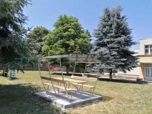 Живеещи в чужбина младежи дариха средства за детската градина в кубратското село Бисерци