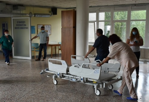 """Дарение от шест броя реанимационни легла """"Хилром"""" постъпи в ловешката болница"""