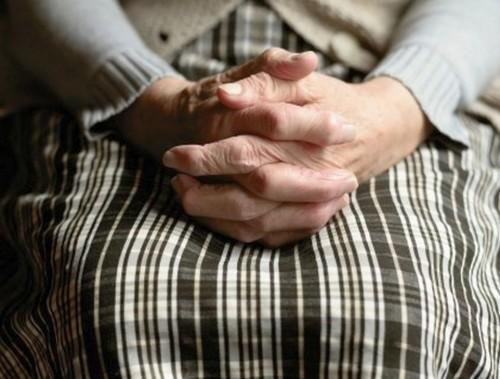 Деца намериха и върнаха пенсията на баба Пенка от Чарган