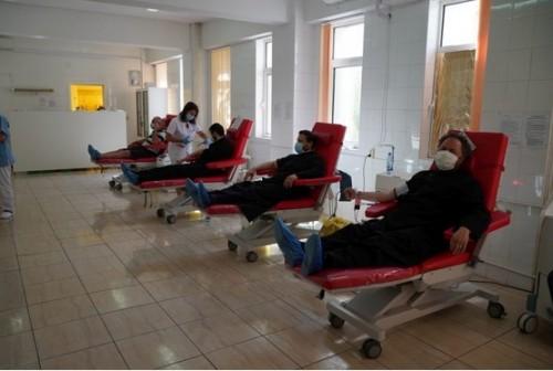Духовници и християни от Галац, Румъния, дариха кръв в помощ на нуждаещи се