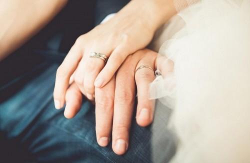 Семейство от Троян направи дарение със средствата, събрани за сватбата им