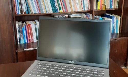 Българи в Чикаго дариха лаптопи на библиотеки в Северозапада