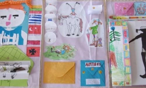 """Малчугани от детска градина №9 дариха ръчно изработена книга от на Регионална библиотека """"Дора Габе"""" в Добрич"""