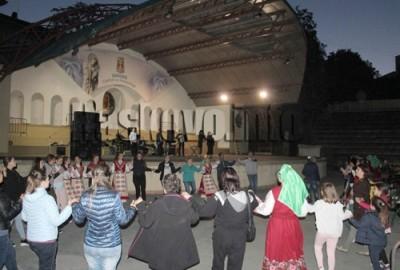Популярни изпълнители изнесоха концерт в помощ на Диляна
