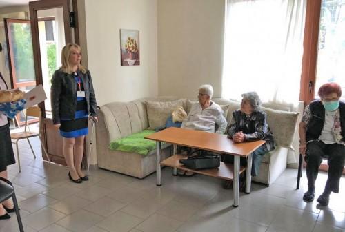 Пенсионерските съюзи и социални домове с почерпка за деня на възрастните хора
