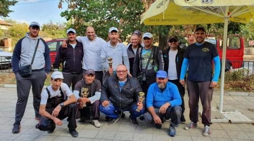 """Събраха над 1000 лева на турнира по риболов на яз. """"Мандра"""", дариха ги за лечение на Господин Калоянов"""