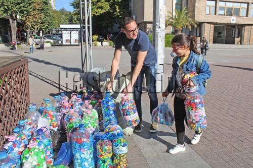 Дарители отново събраха хиДарители отново събраха хиляди капачки за медицинска апаратура в Хасково
