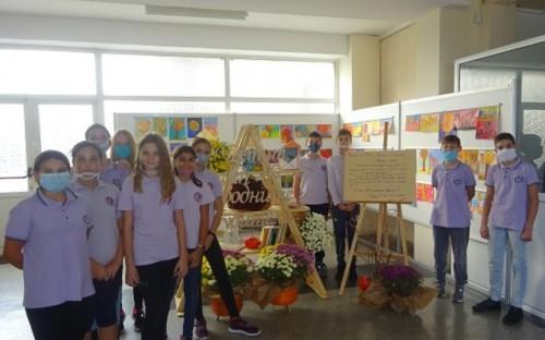 """Изненада за Деня на народните будители подготвиха родители и ученици от СУ """"Гео Милев"""" във Варна"""