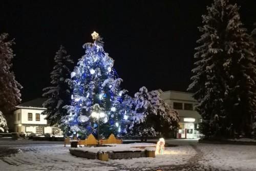 """От 1 до 20 декември в Троян  започна благотворителната инициатива – """"Подари на непознат"""""""