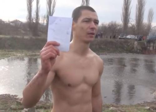 Военнослужещ спаси кръста в село Добрич и дари средствата на болно дете