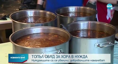 Столични храмове готвят топла храна на хора в нужда