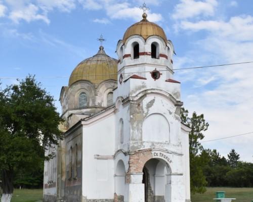 Млади ентусиасти стартираха кампания за ремонт на църквата
