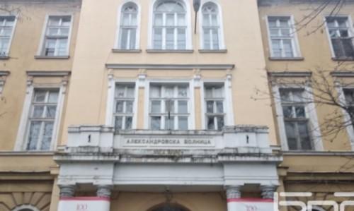 Четвъртокласници дариха картички и топъл обяд на медици в Александровска болница