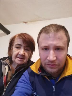 След здравословни проблеми 25-годишният Теодор и баба му се намират в бедствено положение