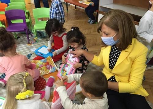 Детска млечна кухня във В. Търново зарадва с подаръци над 600 деца