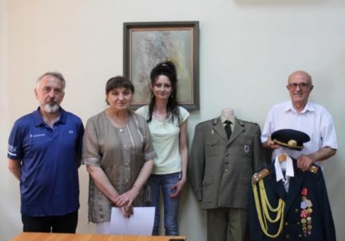 Офицер от резерва дари материали за военното образование на НМО