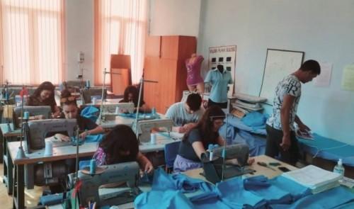 Ученици ушиха и дариха чаршафи за новородени в МБАЛ – Асеновград