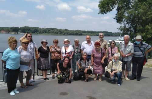 Доброволци заведоха на екскурзия хора от старческия дом във Велико Търново