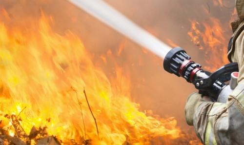 Майка с три деца остана без дом след пожар