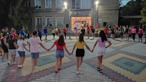 """750 лева събраха за фондация """"Искам бебе"""" на благотворителна хоротека в Беляковец"""