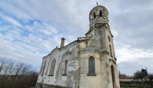 Българи от страната и чужбина събраха пари за ремонт на покрива на църквата в село Равна