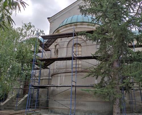Ремонтират 83-годишна църква в Харманли, дарителската кампания продължава