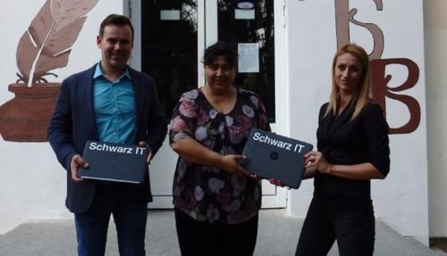 Дариха седем лаптопа на училището в Ценово