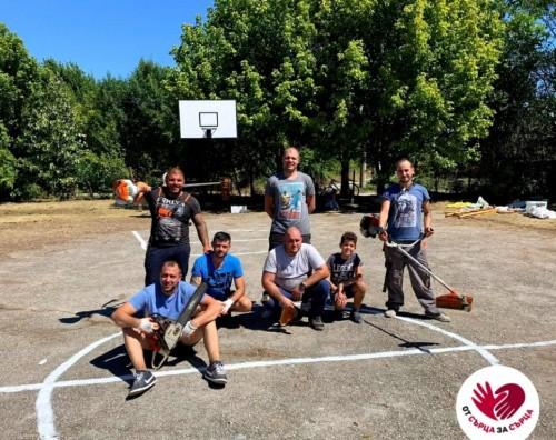 На благотворителна изложба в памет на млад мъж събират средства за обновяване на спортно игрище в Първомайци