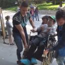 Ученици и майки от Силистра се обединиха, за да помогнат на млад мъж с увреждания