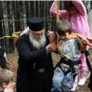 Можем да подкрепим приюта на отец Иван с храни, обувки, дърва за огрев, средства за ток и доброволчески труд